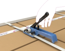 Handmatig staalbandapparaat voor het vlak spannen en zegelloos sluiten van staalband